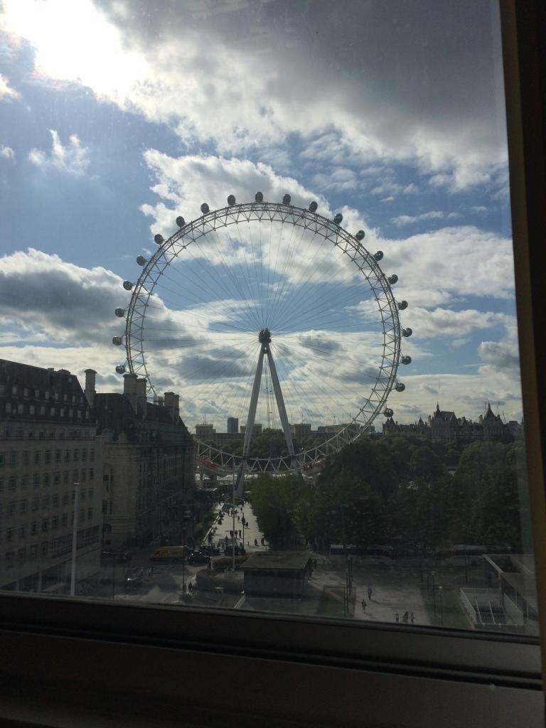 01 Moda Possivel Vida Possivel Brasileira em Londres Blog Charity Brecho Naia Aiello London London Eye Dica Cozinha Dia a Dia Viver em Londres Roda Gigante UK Inglaterra Morar Intercambio